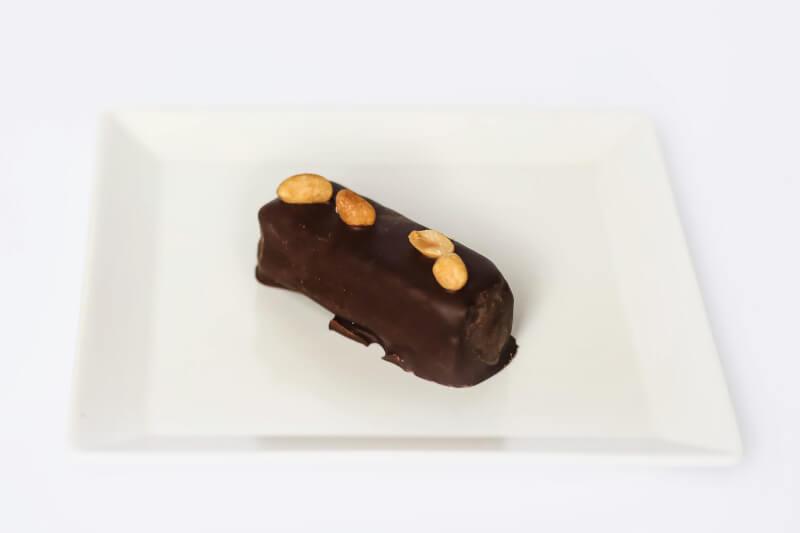 Raw snickers sa crnom čokoladom