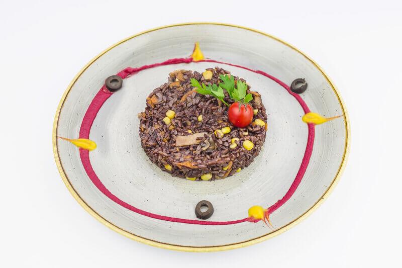 Crni pirinač sa povrćem