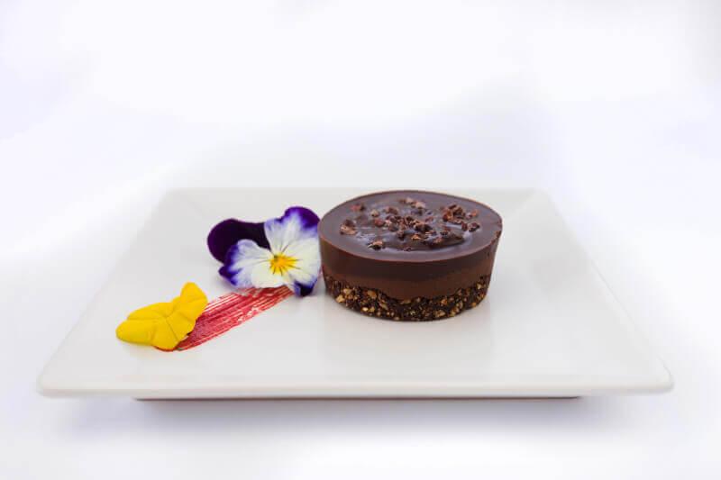 Raw cake sa crnom čokoladom